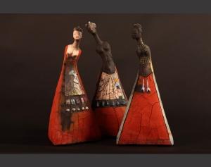 Otra muestra de las figuras en comunidad de Etiyé. Fuente: Web oficial de la artista