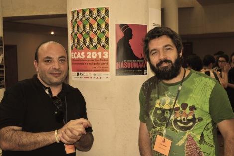 Xavier Puigserver, a l'esquerra, i Jordi Tomàs, durant el congrés, amb el cartell del documental al fons